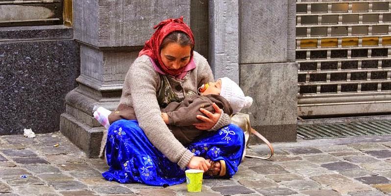 Come mai i bambini delle mendicanti dormono tutto il giorno?Ecco la verità