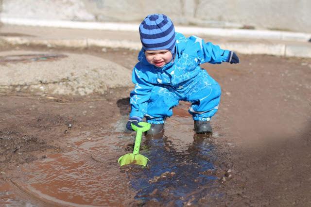 I bambini hanno bisogno di microbi non di antibiotici per sviluppare l'immunità, lo dicono gli scienziati