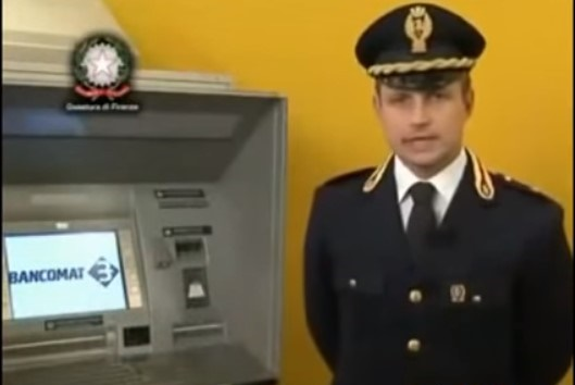 bancomat polizia skimmer