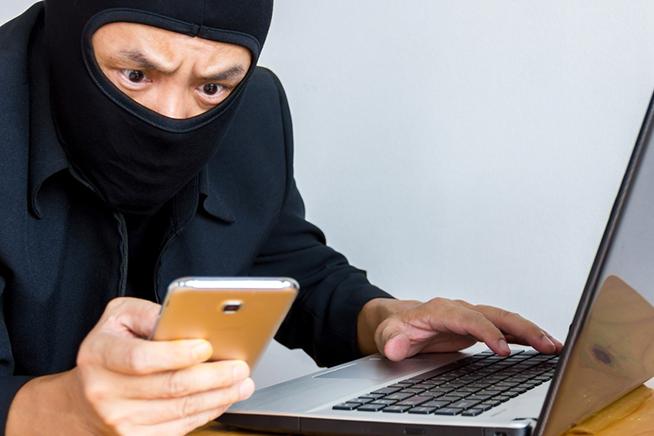 come scoprire se qualcuno ti sta spiando lo smartphone