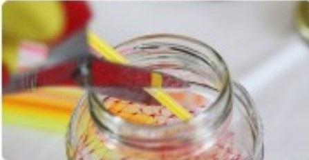 Bastoncino fluorescente nel barattolo