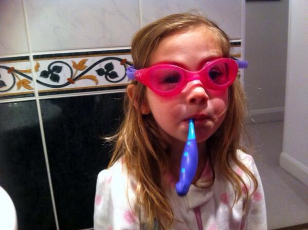 dentifricio occhialini da nuoto