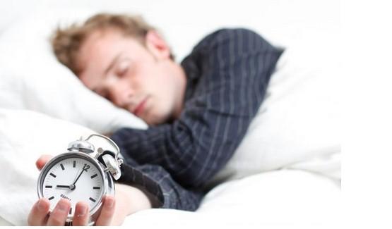 dormire meno di 8 ore insonnia