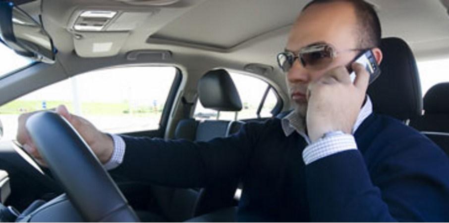 guidare con il telefonono patente ritirata