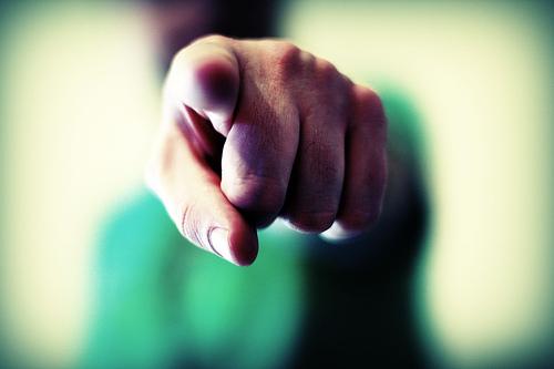 incolpare gli altri sinonimo di debolezza