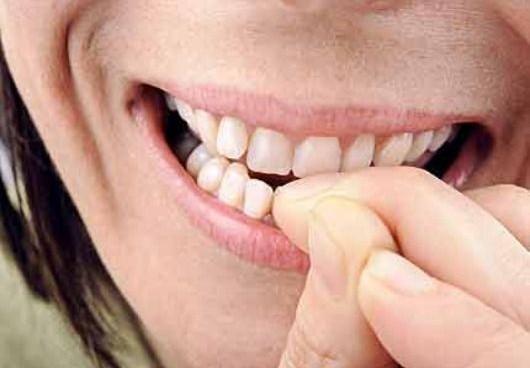 mangiarsi le unghie onicofagia