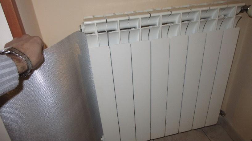 pannelli termoriflettenti dietro i termosifoni