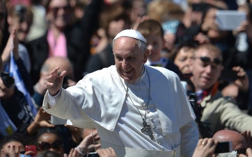 papa Francesco carità nascosta