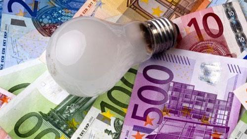 rincari bollette luce energia bolletta elettrica
