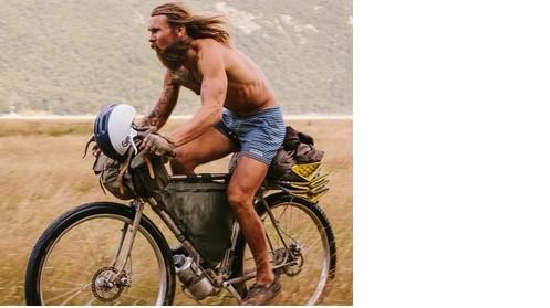 smette di lavorare per girare il mondo in bici