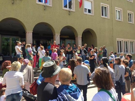 """130 genitori del Trentino chiedono """"asilo"""" all' Austria per sfuggire ai vaccini"""